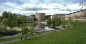 Umeå_University_Campus_pond-2012-06-06