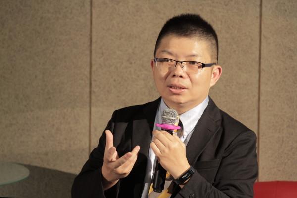 臺灣大學昆蟲系教授兼系主任 張俊哲教授