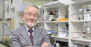 日本學者大隅良典(Yoshinori Ohsumi),來源:http://www.titech.ac.jp/english/news/2015/030266.html