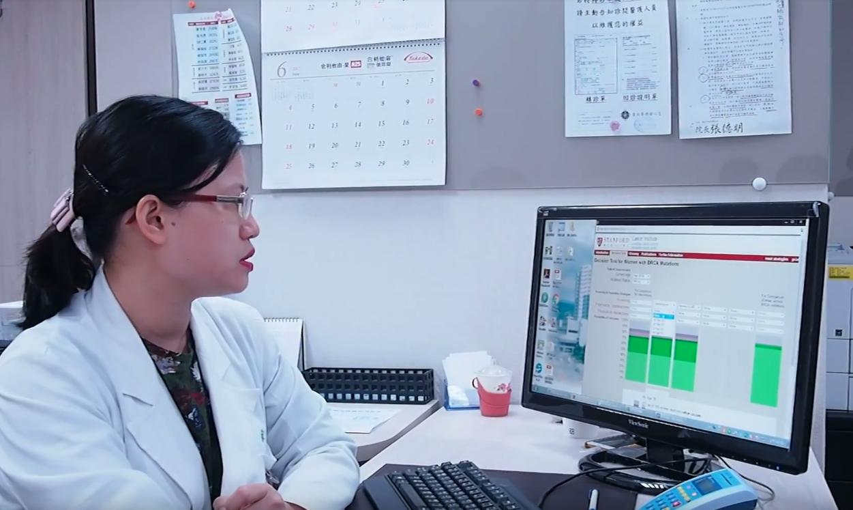 宋碧琳醫師講解線上系統的使用。
