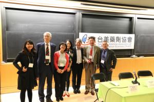 職場進階座談會 Advancing in Career  From left to right: Ms. Kay Chuang, Dr. Nicholas Lu, Dr. Shiao-ling Hung, Ms. Carine Hsiao, Dr. Allen Wang, Dr. Max Li