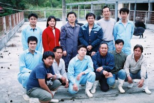 第二排左三為朱有田教授,右二為朱賢斌先生。此圖已取得朱教授同意授權使用,請勿隨意轉載。