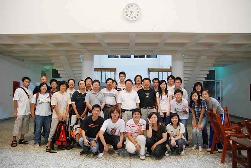 台灣野豬研究團隊,於2008/8/23-24 福山研究中心。此圖已取得朱教授同意授權,請勿隨意轉載。