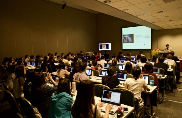 『WFUMB 2017 TAIPEI』與『第四屆台兒訓練所暨神奈川胎兒超音波研究會聯合胎兒心臟超音波研討會』日本神奈川縣立兒童醫療中心 小兒心臟科川瀧元良醫師上機教學照片(2017年10月16日)